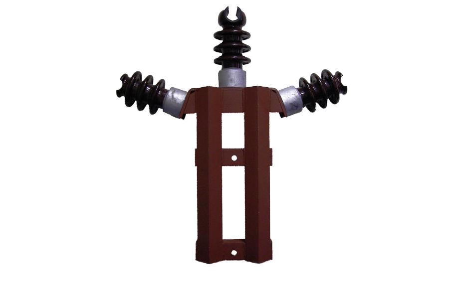 Траверсы веерные изолирующие трехфазные типа ТВИ на напряжение 6-35 кВ